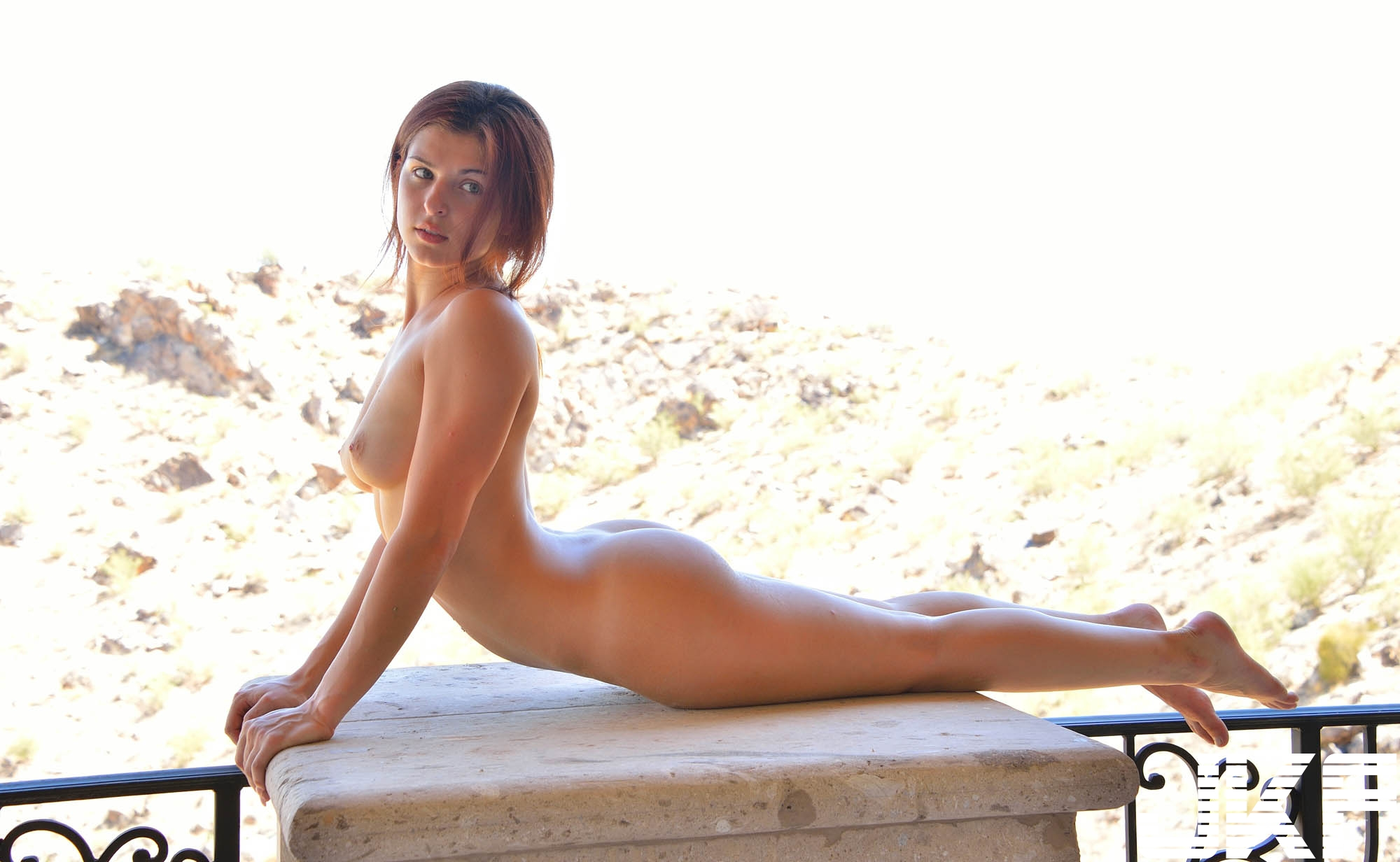 Shaved-Curvy-Brunette-Babe-Leah-Gotti-with-Beautiful-Legs-from-FTV-13.jpg