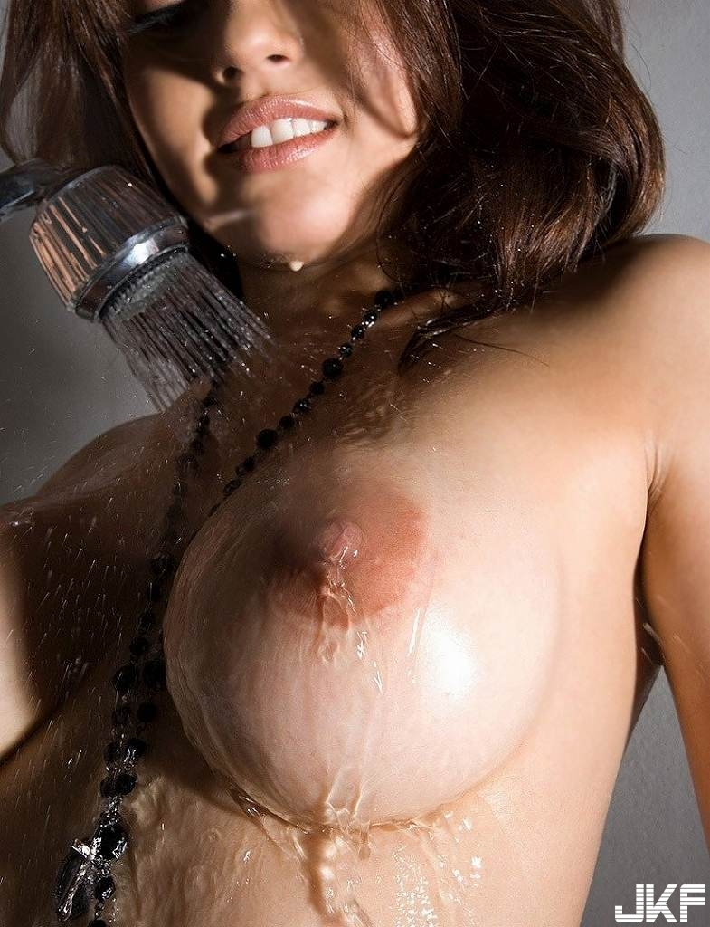 shower_nude90208003.jpg
