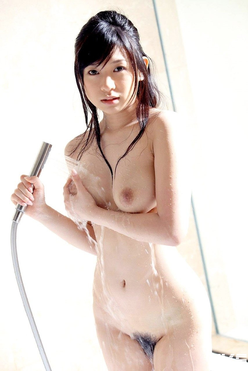 shower_nude90208006.jpg