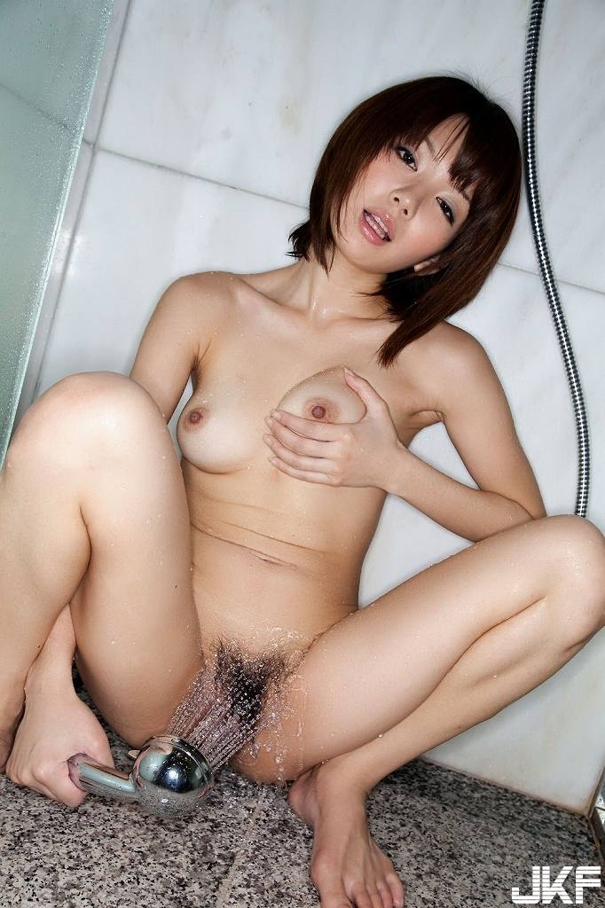 shower_nude90208018.jpg
