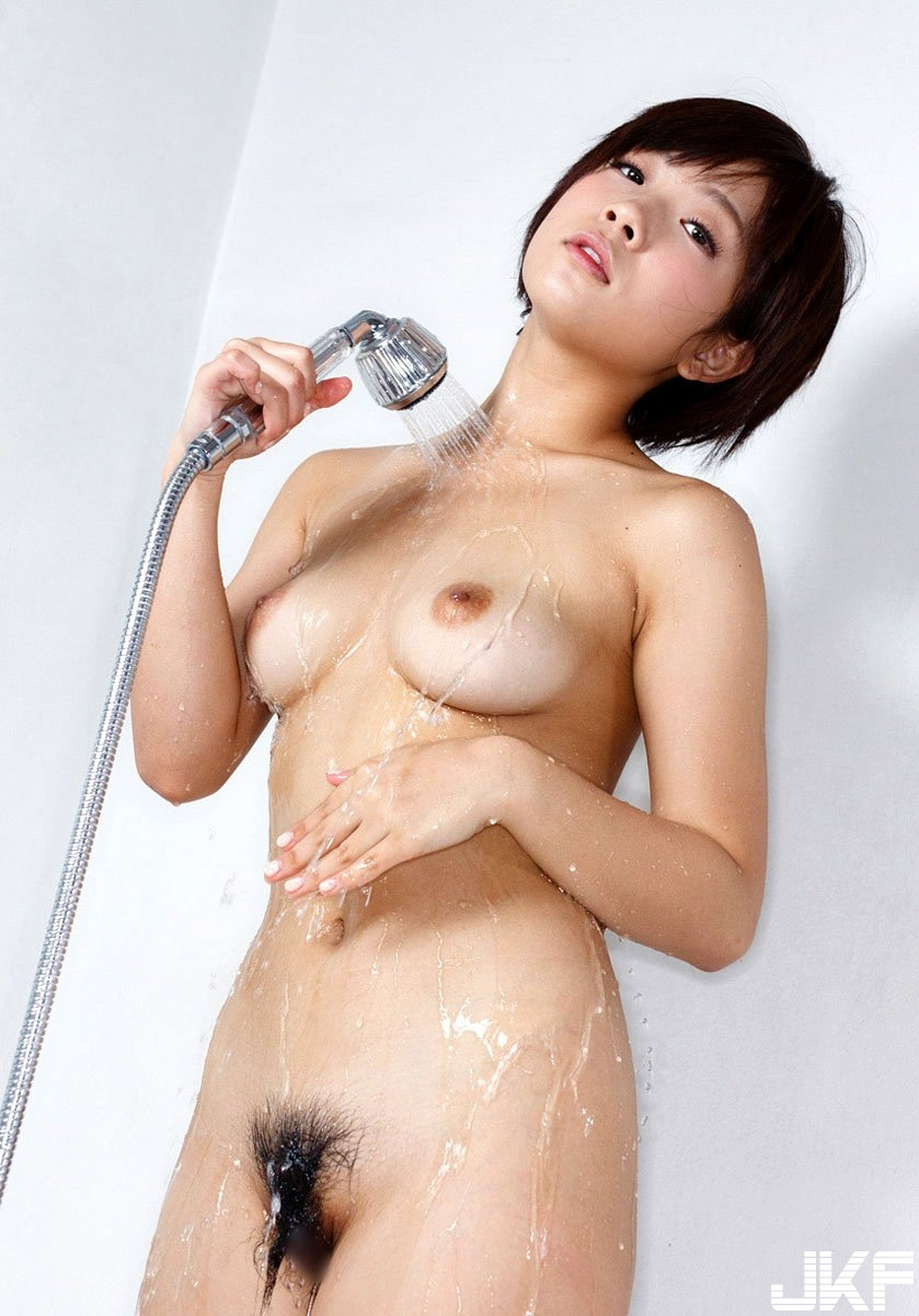 shower_nude90208020.jpg