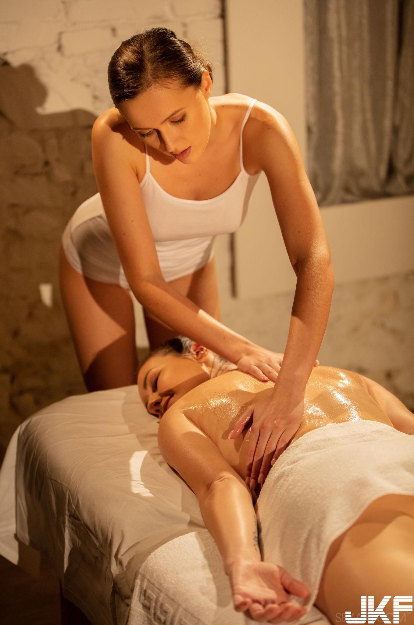 SexArt_Ritual-3_Elena-Vega--Stacy-Cruz_medium_0008.jpg