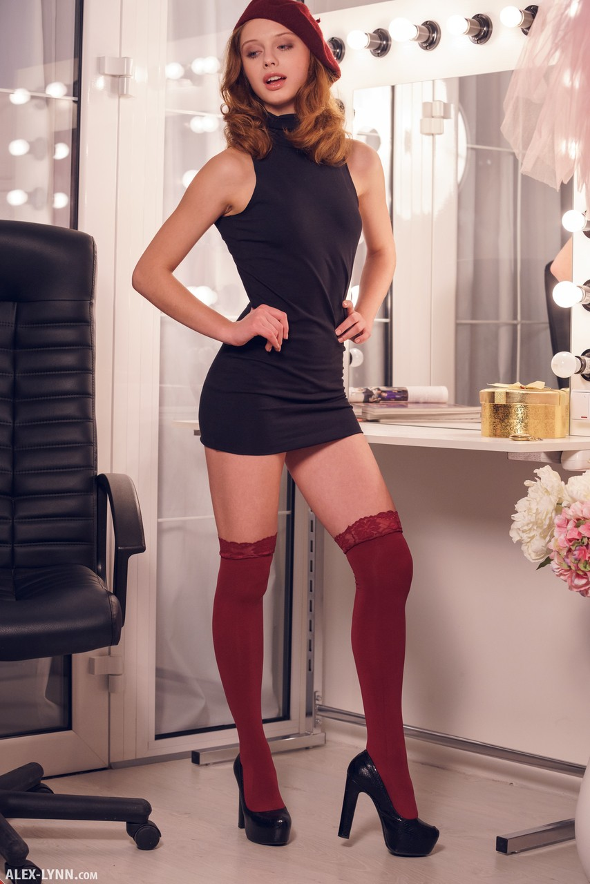 Redhead sweetie Clarice exposing her perfect assets in the mirror - 貼圖 - 歐美寫真 -