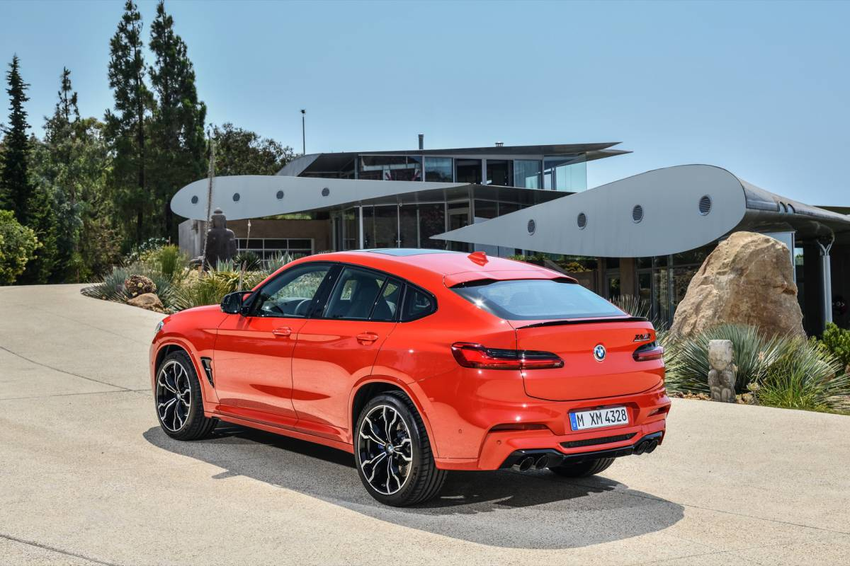 The_first-ever_2020_BMW_X4_M_Competition_28329-1200x800.jpg
