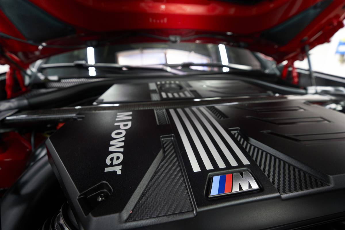 The_first-ever_2020_BMW_X4_M_Competition_281629-1200x800.jpg