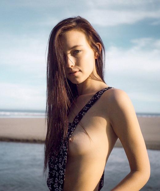 海辺のエロ畫像 海と女體ヌード - 貼圖 - 歐美寫真 -