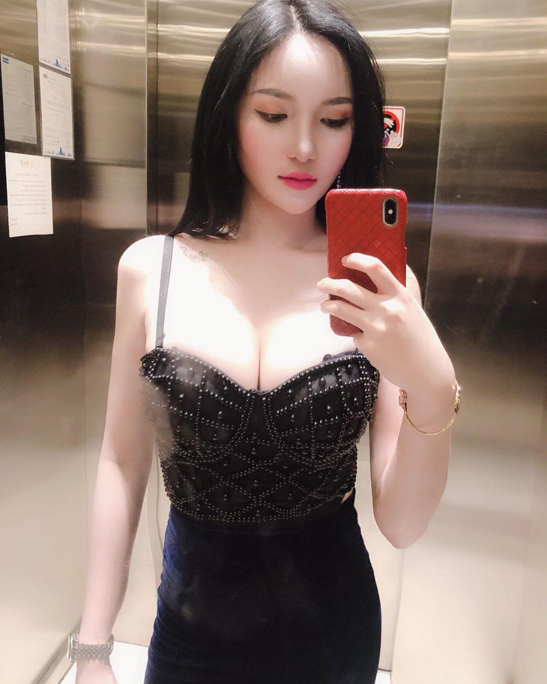 長髮正妹挺起兇器 無害笑容反差魅力太迷人 - 亞洲美女 -