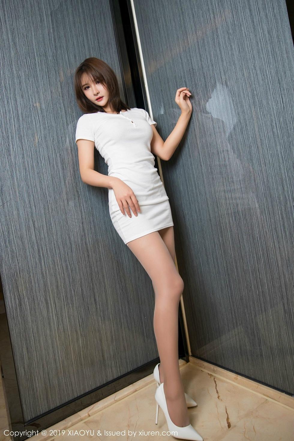 女神Emily顧奈奈醬白色連身裙秀開檔肉絲褲襪惹火誘惑寫真 - 貼圖 - 清涼寫真 -