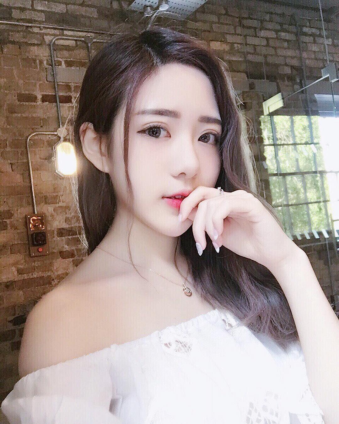 台灣正妹石潔心 超吸睛的事業線 - 美女圖 -