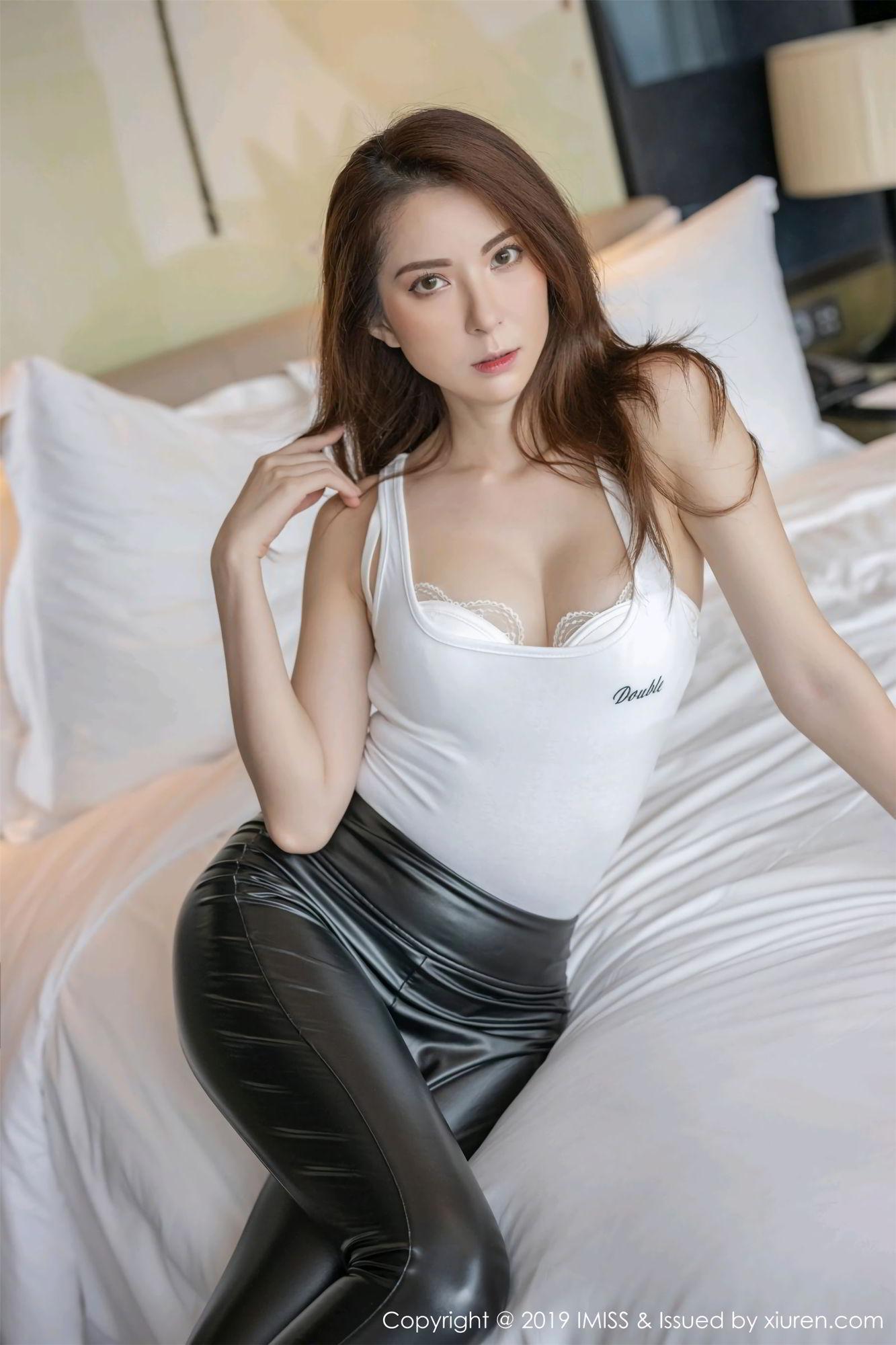 陳良玲 carry 颯爽皮褲與朦朧絲襪[50P] - 貼圖 - 清涼寫真 -