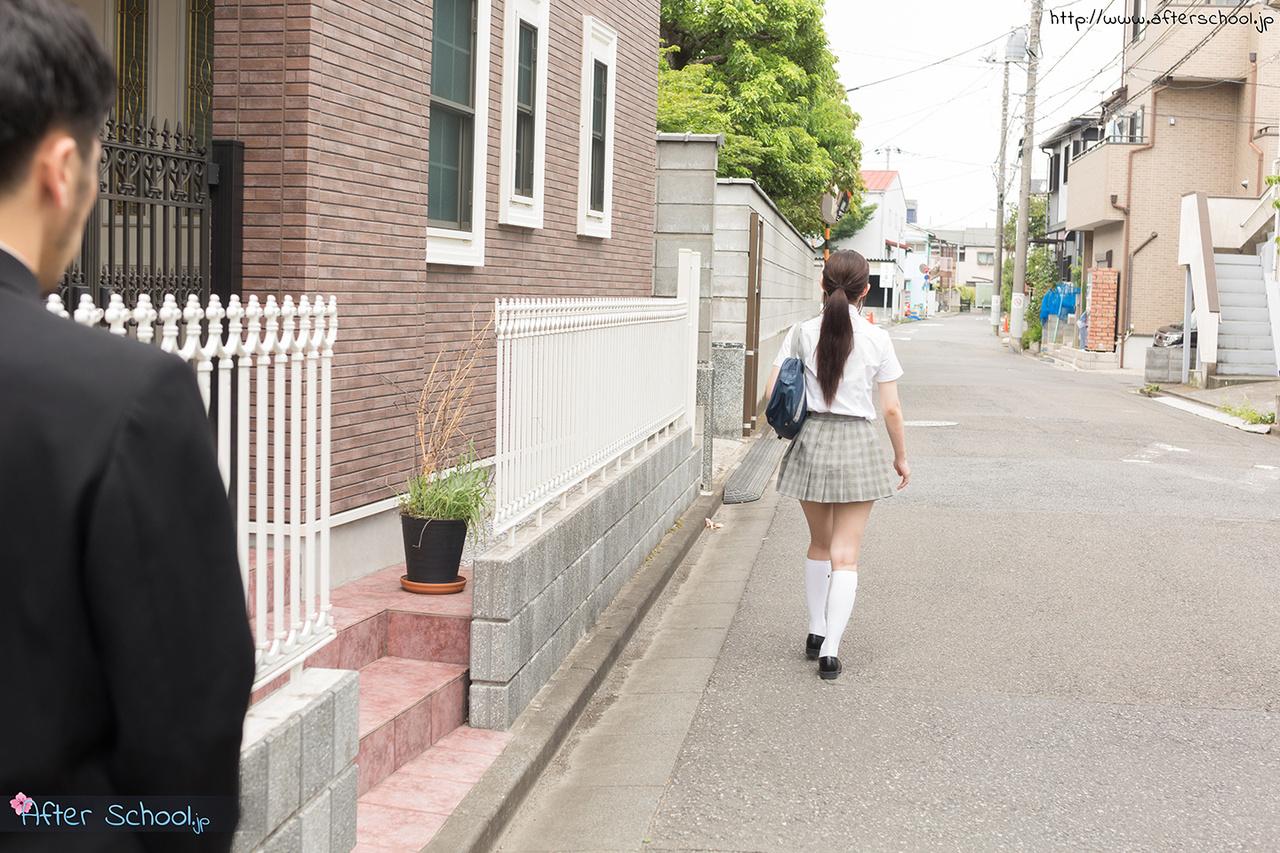 日本女學生脫下制服並與繼父發生性關係 - 貼圖 - 性感激情 -