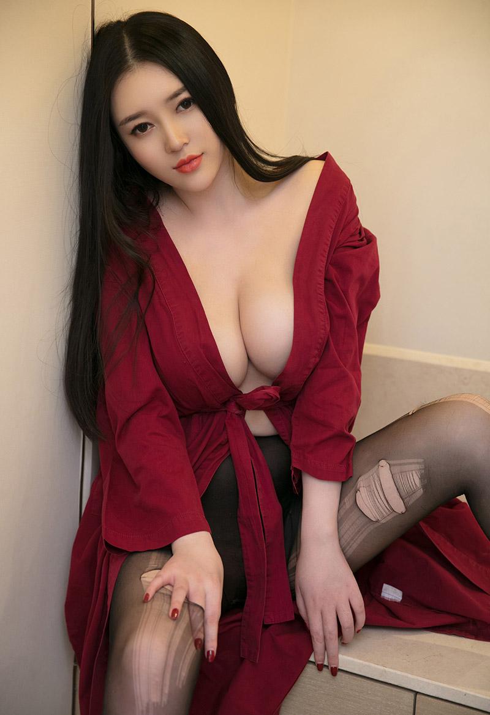 性感女王豐滿的美胸誘惑讓人窒息 - 美女圖 -