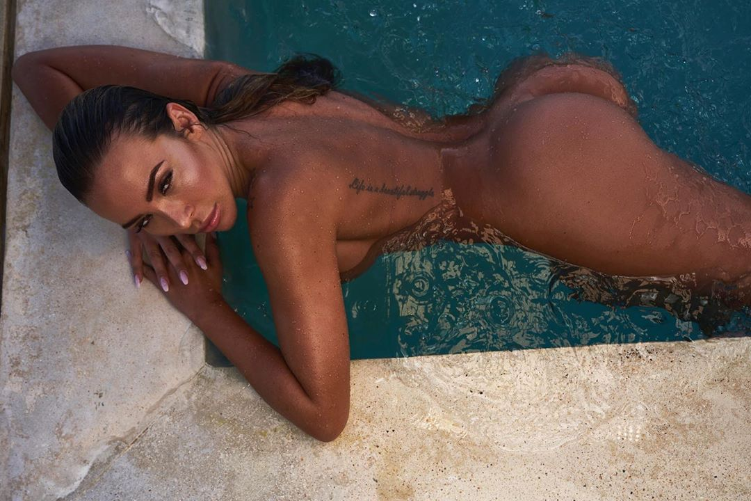 Nude model sketching with jordana brewster, dave grohl and rainn wilson