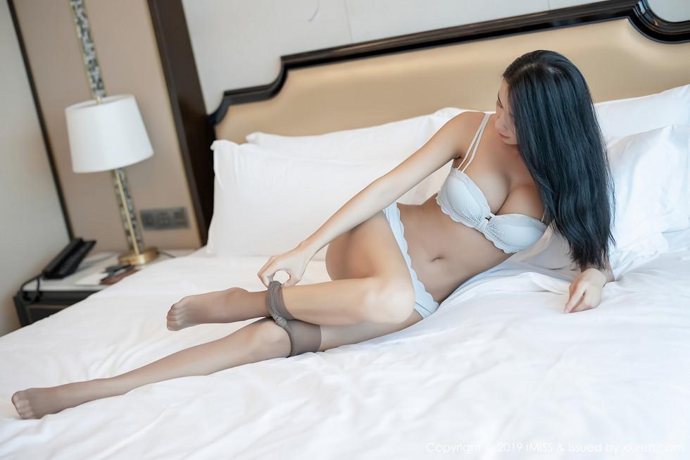 嫩模Carry私房床上性感內衣秀完美身材半脫絲襪誘惑寫真 - 貼圖 - 清涼寫真 -