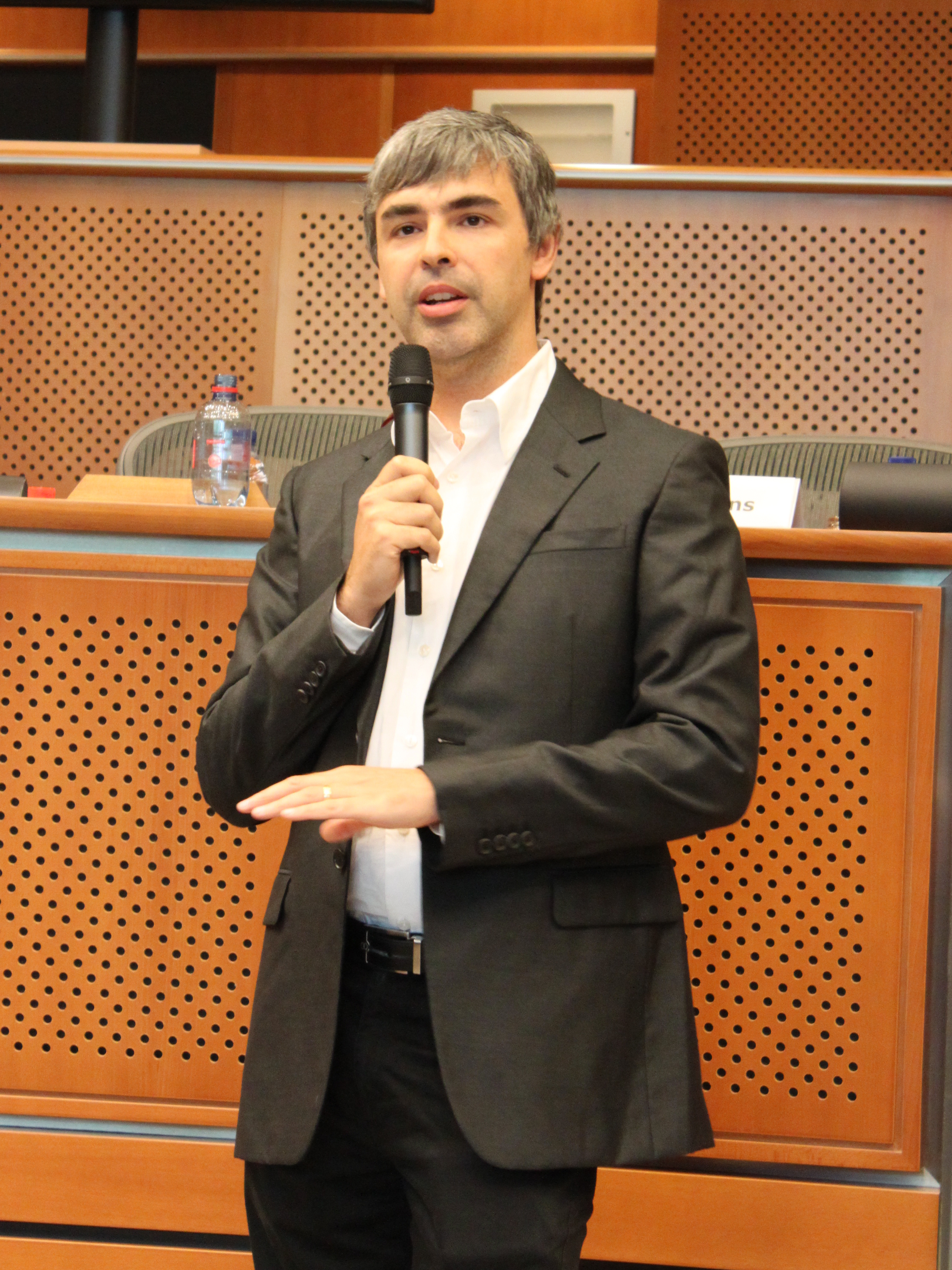 Larry_Page_in_the_European_Parliament,_17.06.2009.jpg