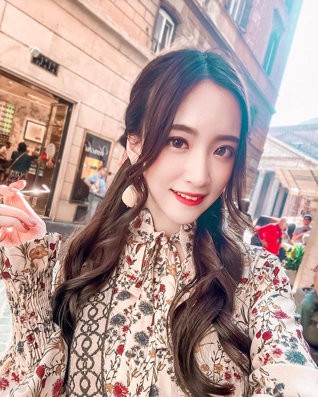 古典型音樂正妹彤兒-王宇彤  卻也擁有玲瓏有緻的好身材 - 美女圖 -