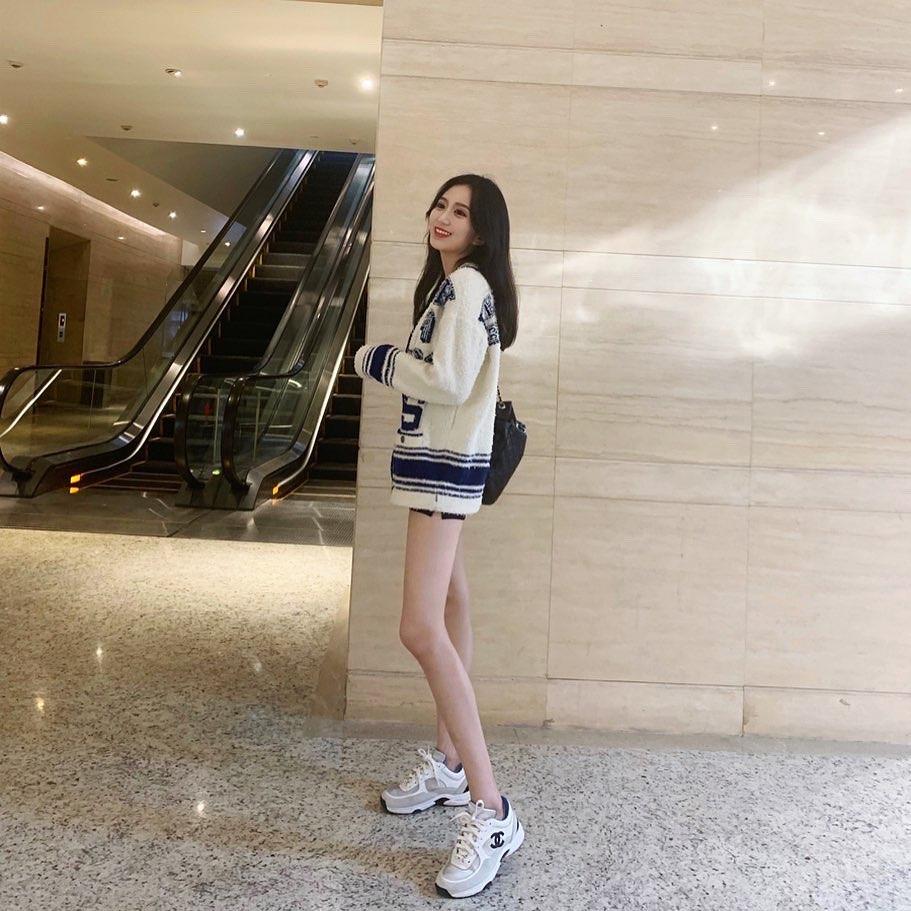 腿長能叫我不秀嗎? Siao Kam - 美女圖 -
