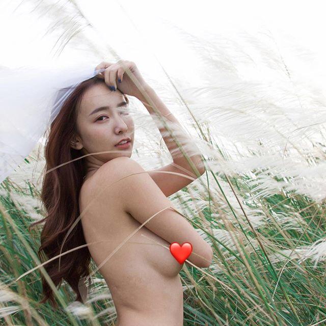 愛上野外露出?小隻馬正妹「全脫光秀美胸」 畫面超水嫩 - 美女圖 -
