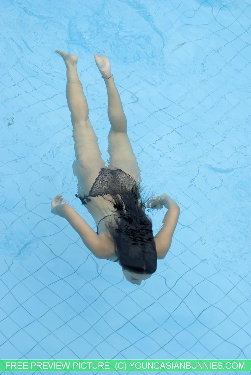 長頭髮愛遊泳的女孩! - 貼圖 - 清涼寫真 -