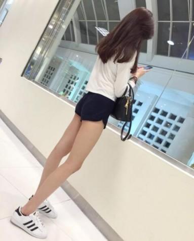 這雙腿美到該投保!又細又長逆天長腿讓她追蹤者暴增:腿控必收! - 美女圖 -