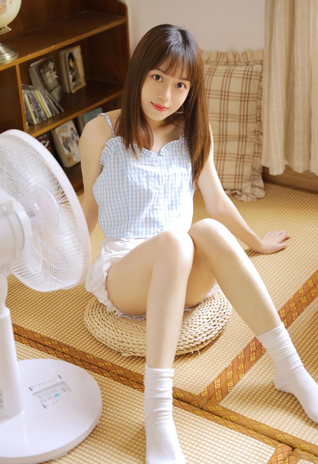 白皙大長腿美女Queenie白領制服性感私房寫真 - 亞洲美女 -