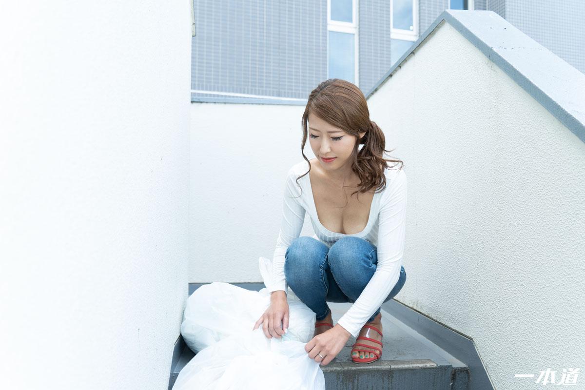 杉山千佳:朝ゴミ出しする近所の遊び好きーブラ奧さん 杉山千佳 - 貼圖 - 性感激情 -