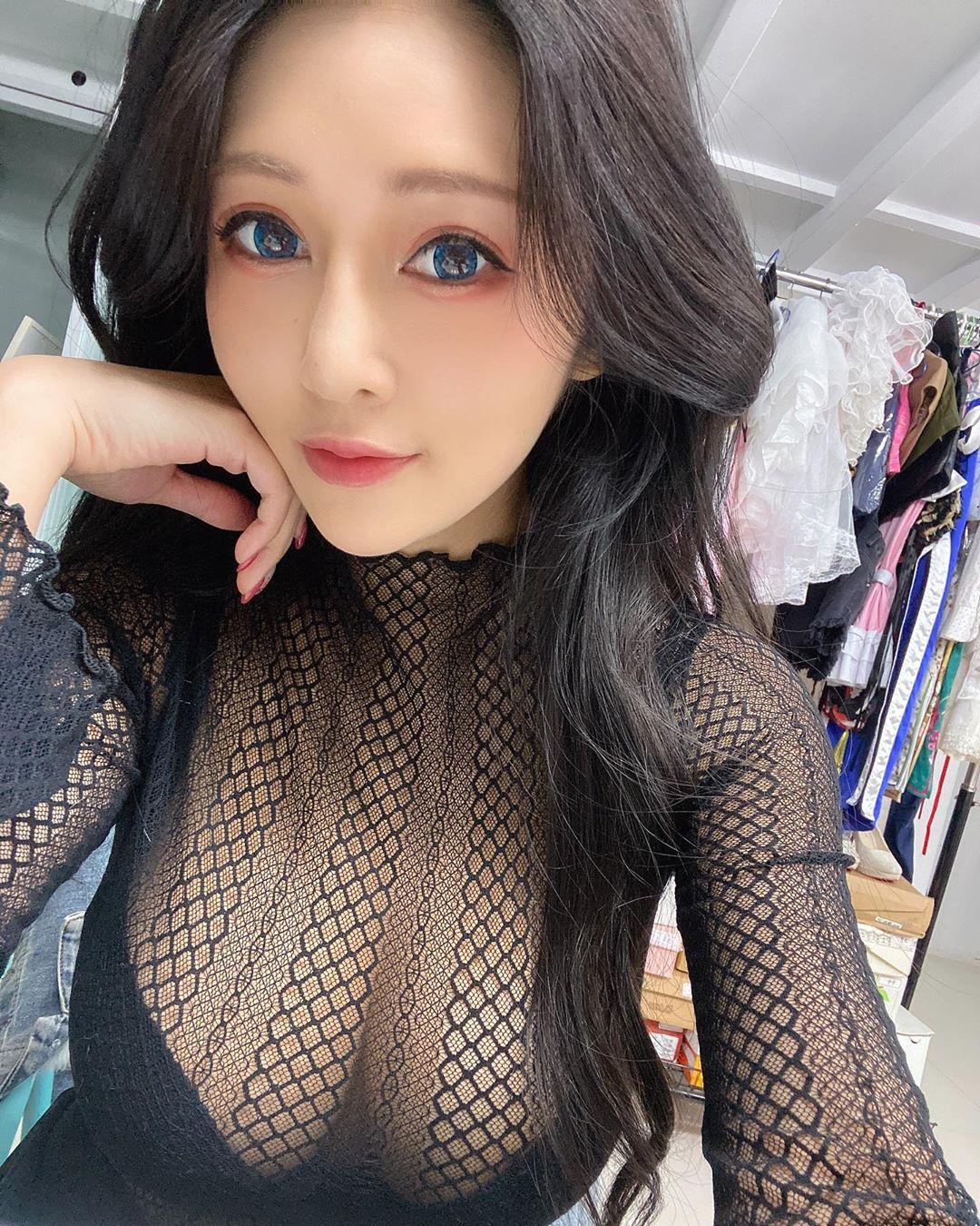 Chuang Huei Ru  白皙的嫩乳...畫面全被塞滿 - 美女圖 -
