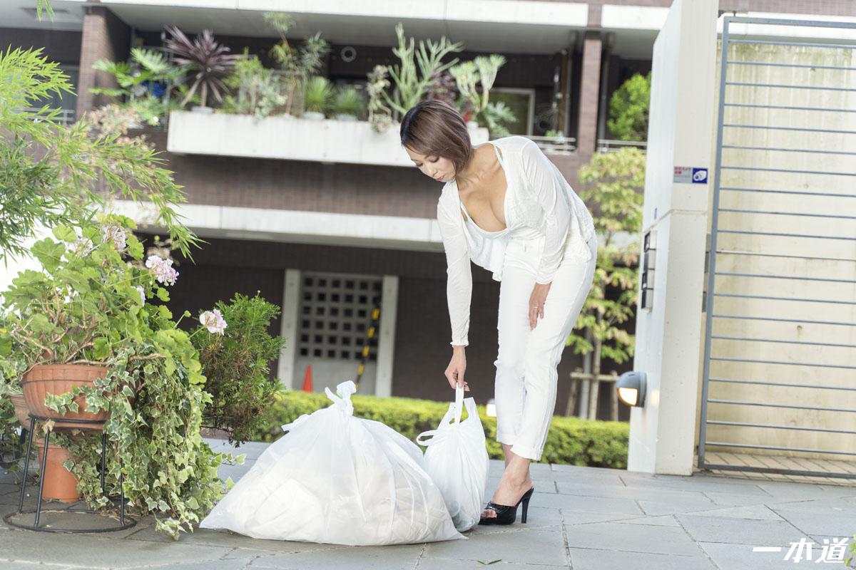 ASUKA:朝ゴミ出しする近所の遊び好きノーブラ奧さん ASUKA - 貼圖 - 性感激情 -