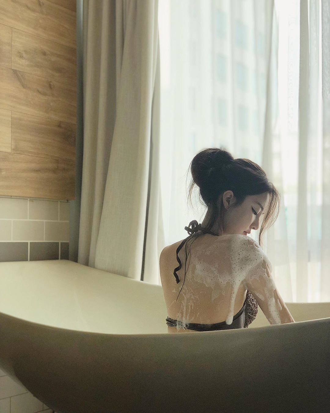竟然穿的衣服洗澡 Hiu Ching - 美女圖 -