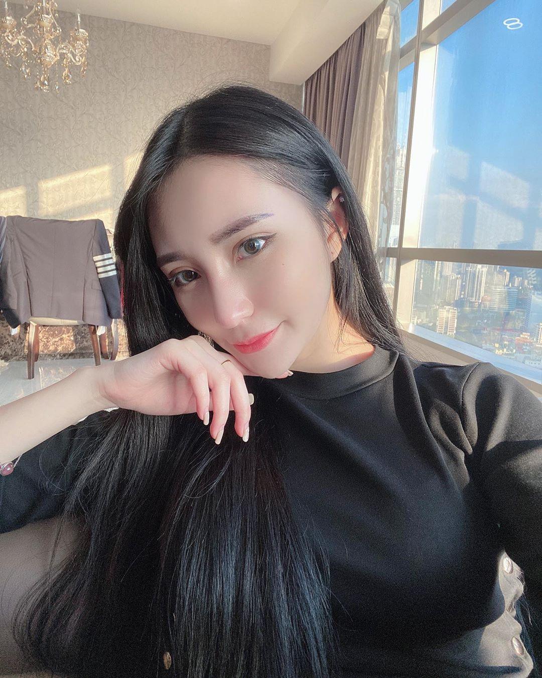 Vivian Ying薇薇恩  嫩白核彈美乳.....視覺upup震撼 - 美女圖 -