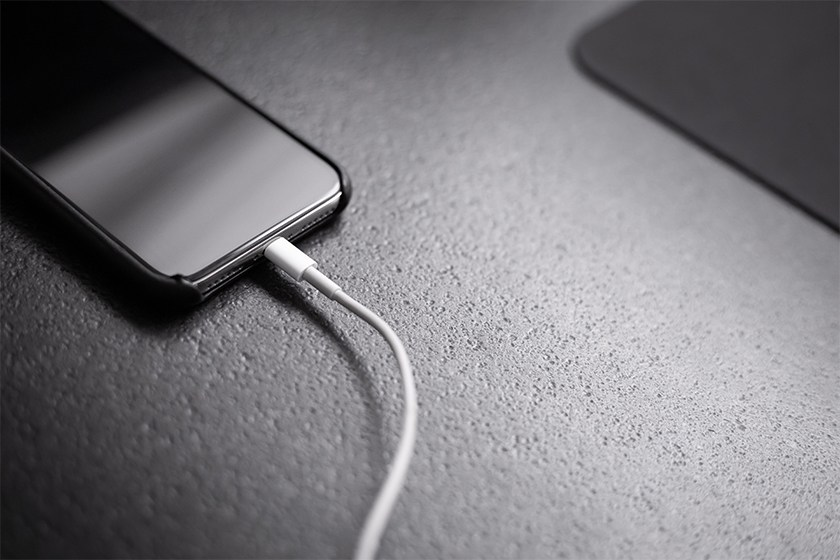 apple-iphone-no-power-adapter-20w-charger-teaser.jpg