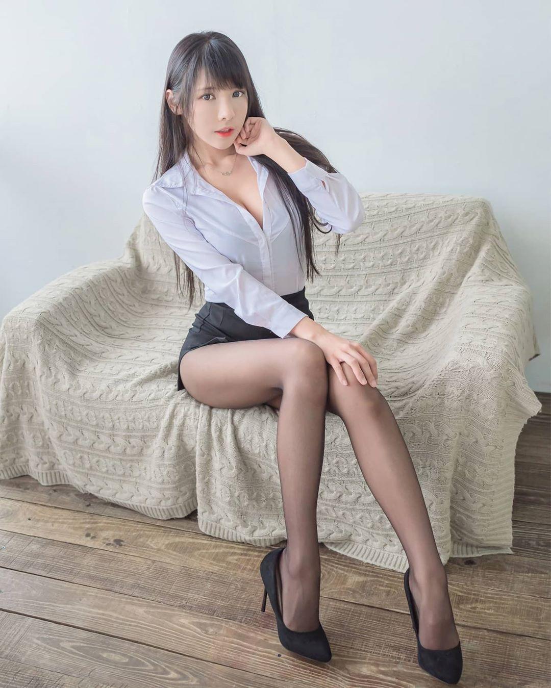 依霜ゆい  高顏值搭配性感美腿  網:這誰受得了 - 美女圖 -