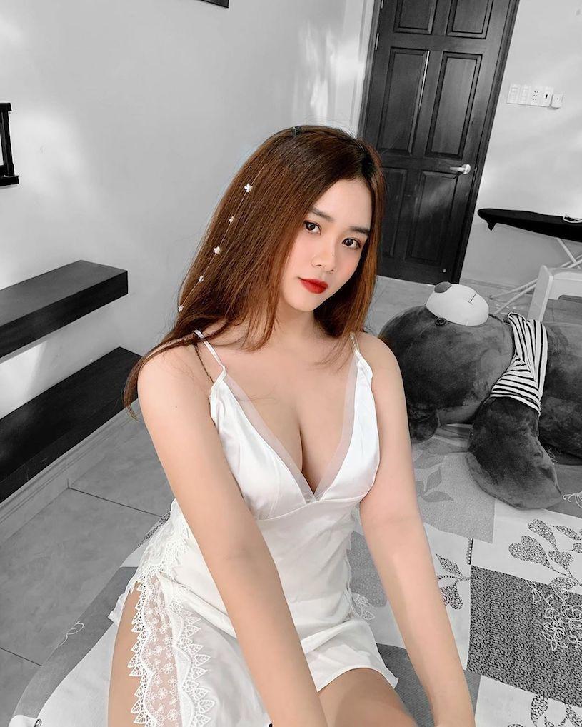 越南正妹Pau Bae穿圍裙遮不住「白嫩美乳」 - 亞洲美女 -