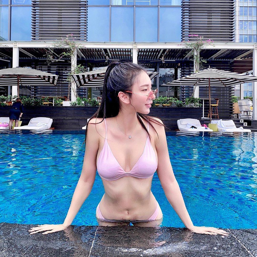 正妹重機女騎士王晨飄  換上性感泳裝大膽自拍 - 美女圖 -