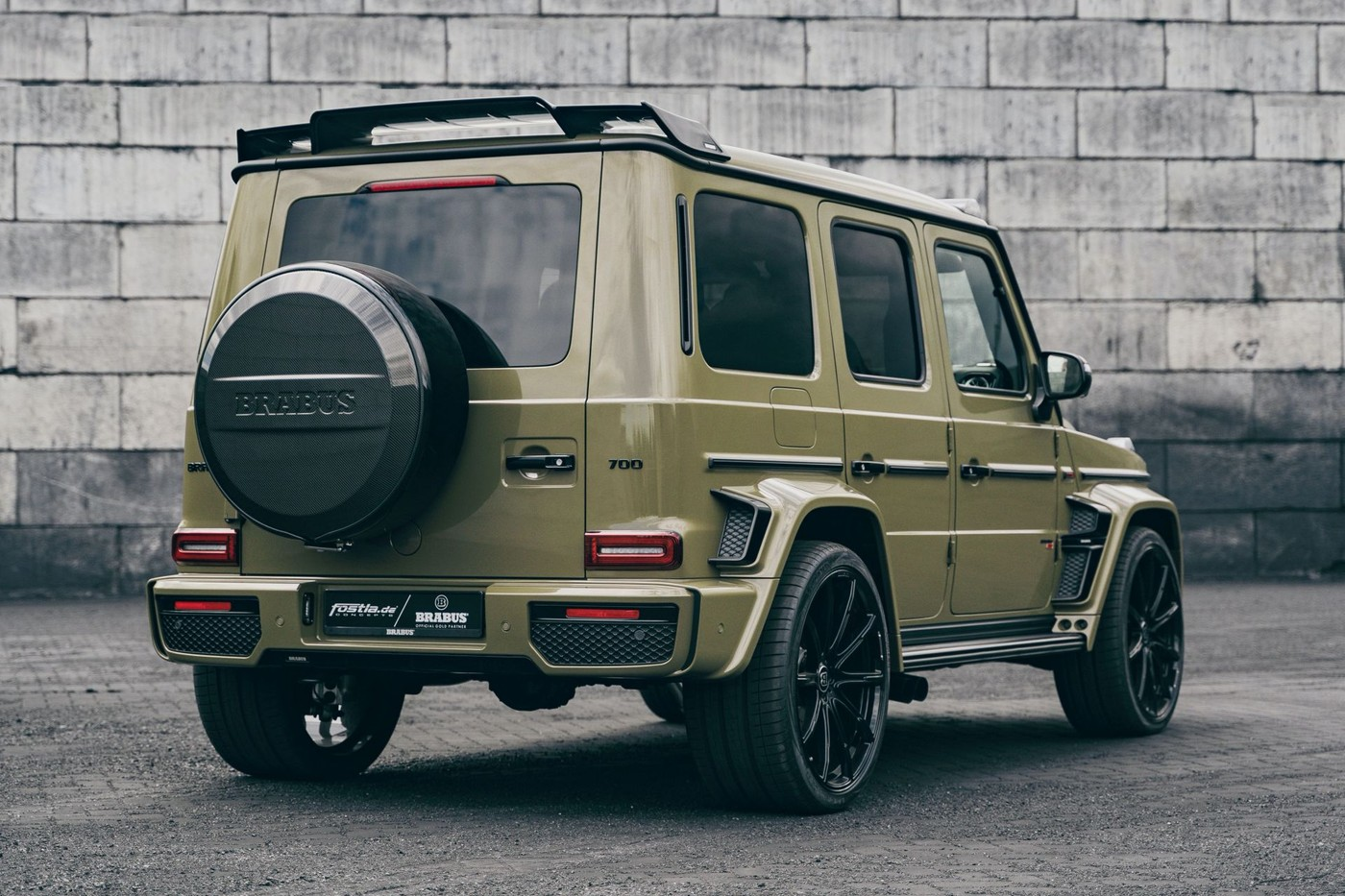 https___hk.hypebeast.com_files_2020_07_brabus-700-widestar-gains-an-army-look-co.jpg