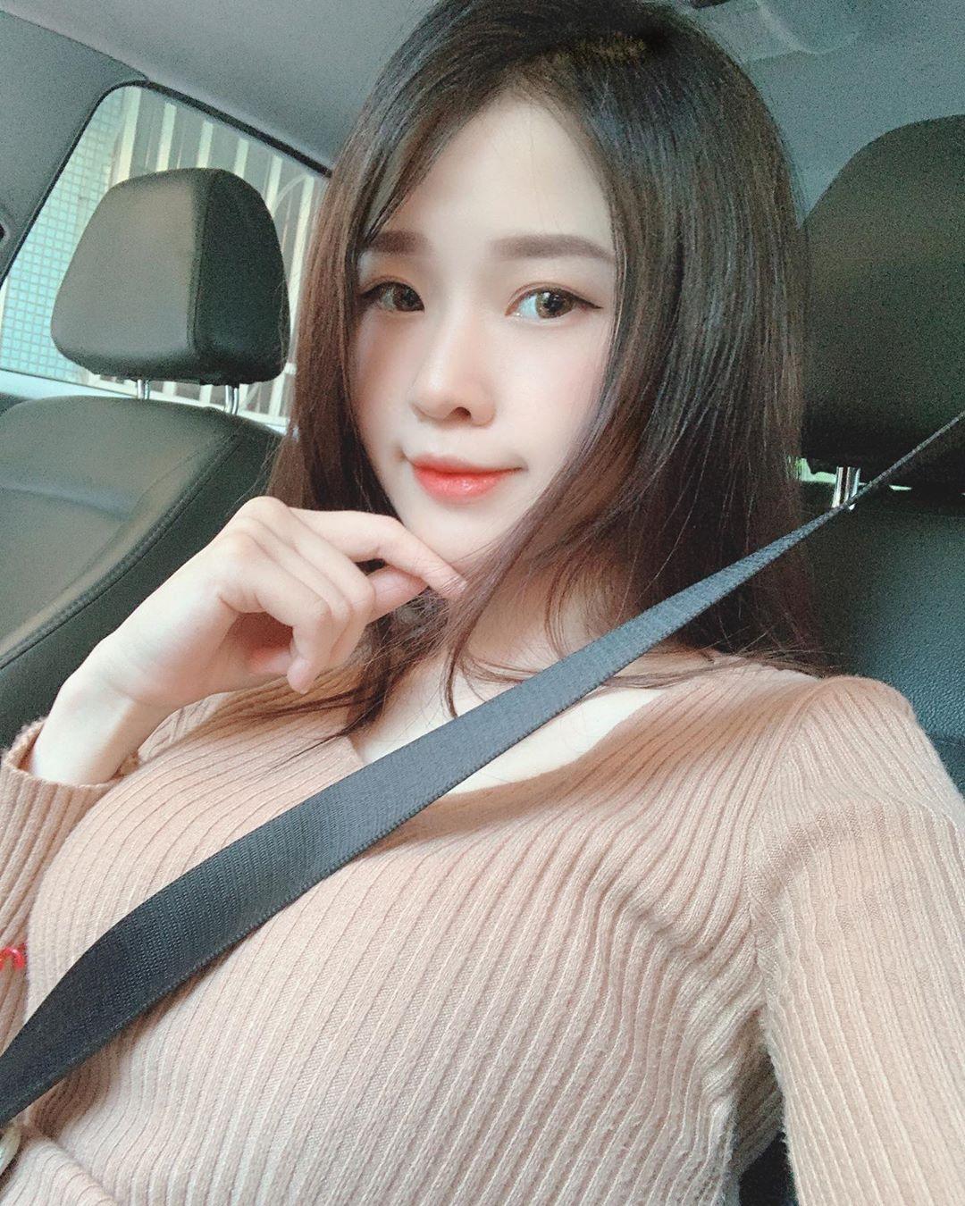 Chiu Tzu邱邱  正妹會計身材火爆驚人 - 美女圖 -