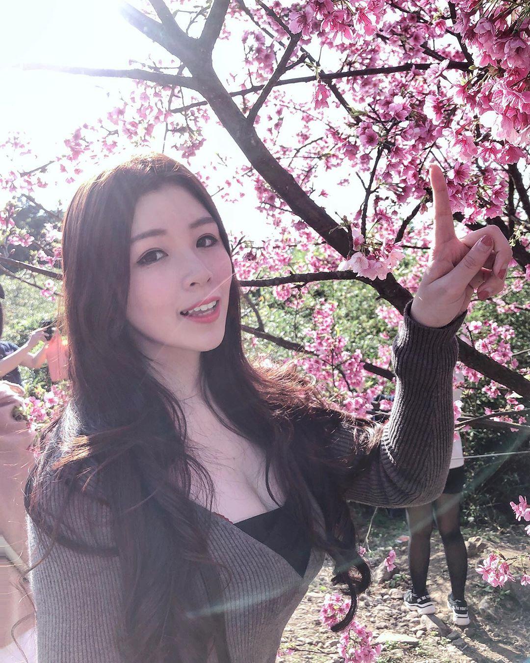 甜心正妹蔡宥宥  誘人深溝吸引眾人的目光 - 美女圖 -