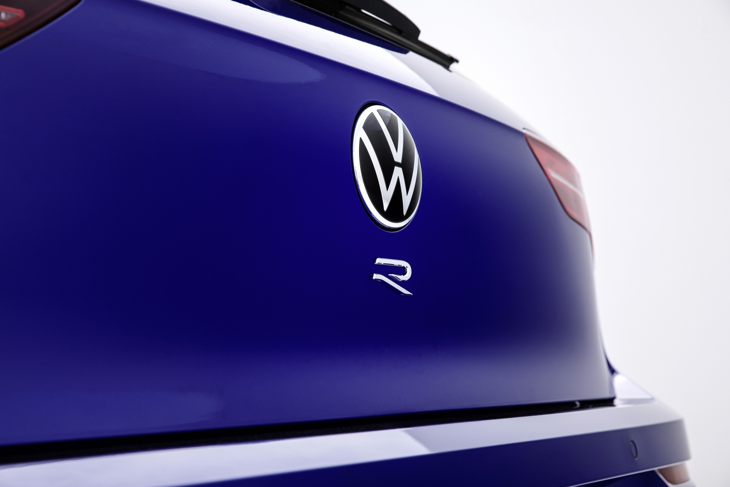 The_new_Volkswagen_Golf_R-Small-12423.jpg