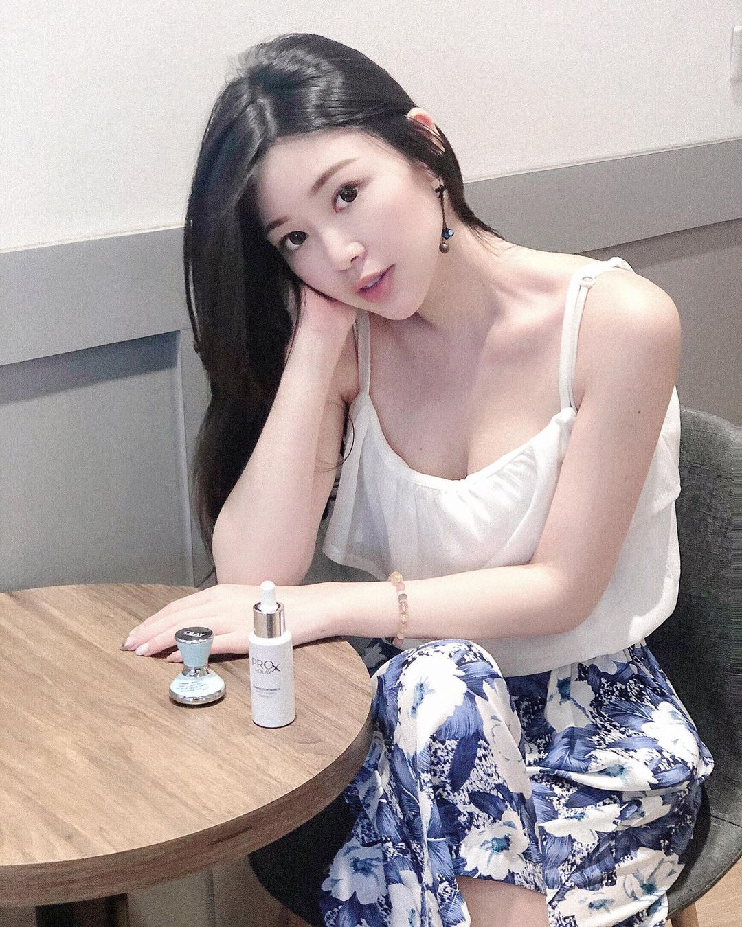 Iris Yen  甜美臉蛋可愛又迷人 …搭配渾圓飽滿身材 - 美女圖 -