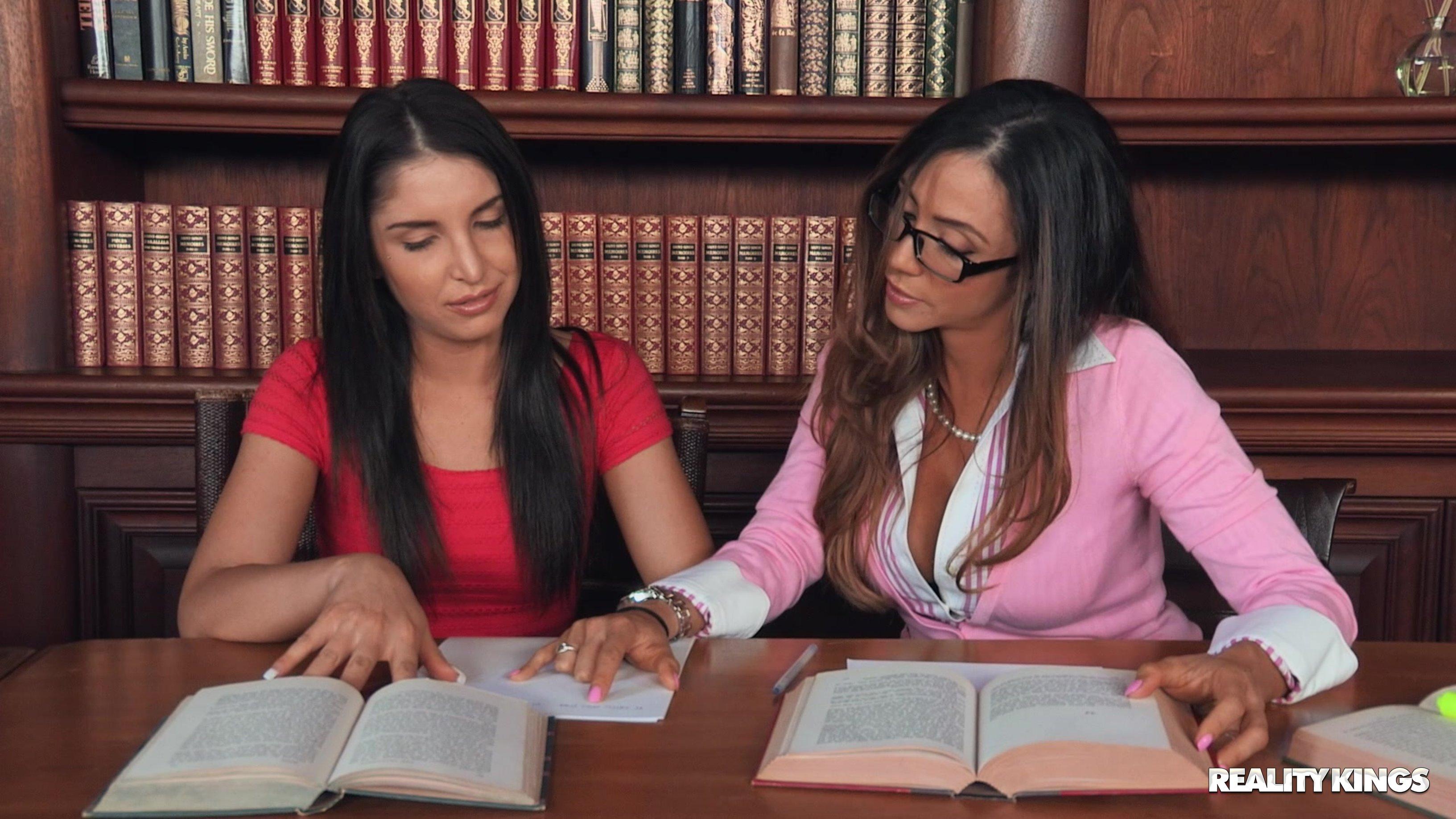 【網搜大尺度系列】Library Lesbians Caught 1【100P】 - 貼圖 - 歐美寫真 -