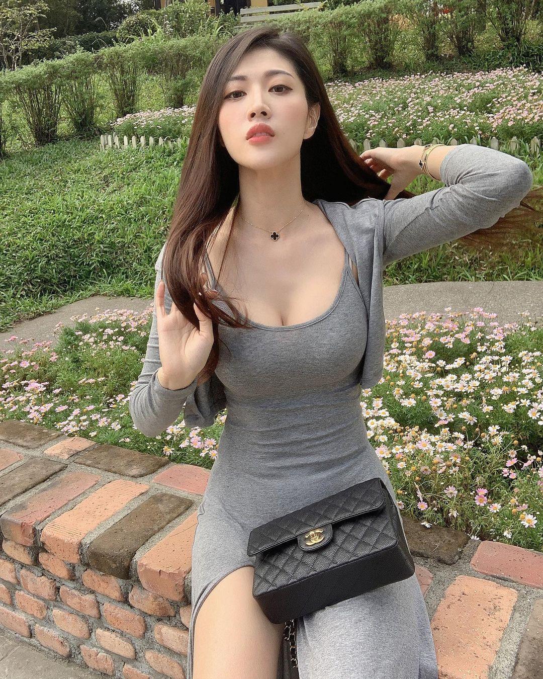 劉庭羽 「白皙姣好身材」滿滿大尺度辣照 - 美女圖 -