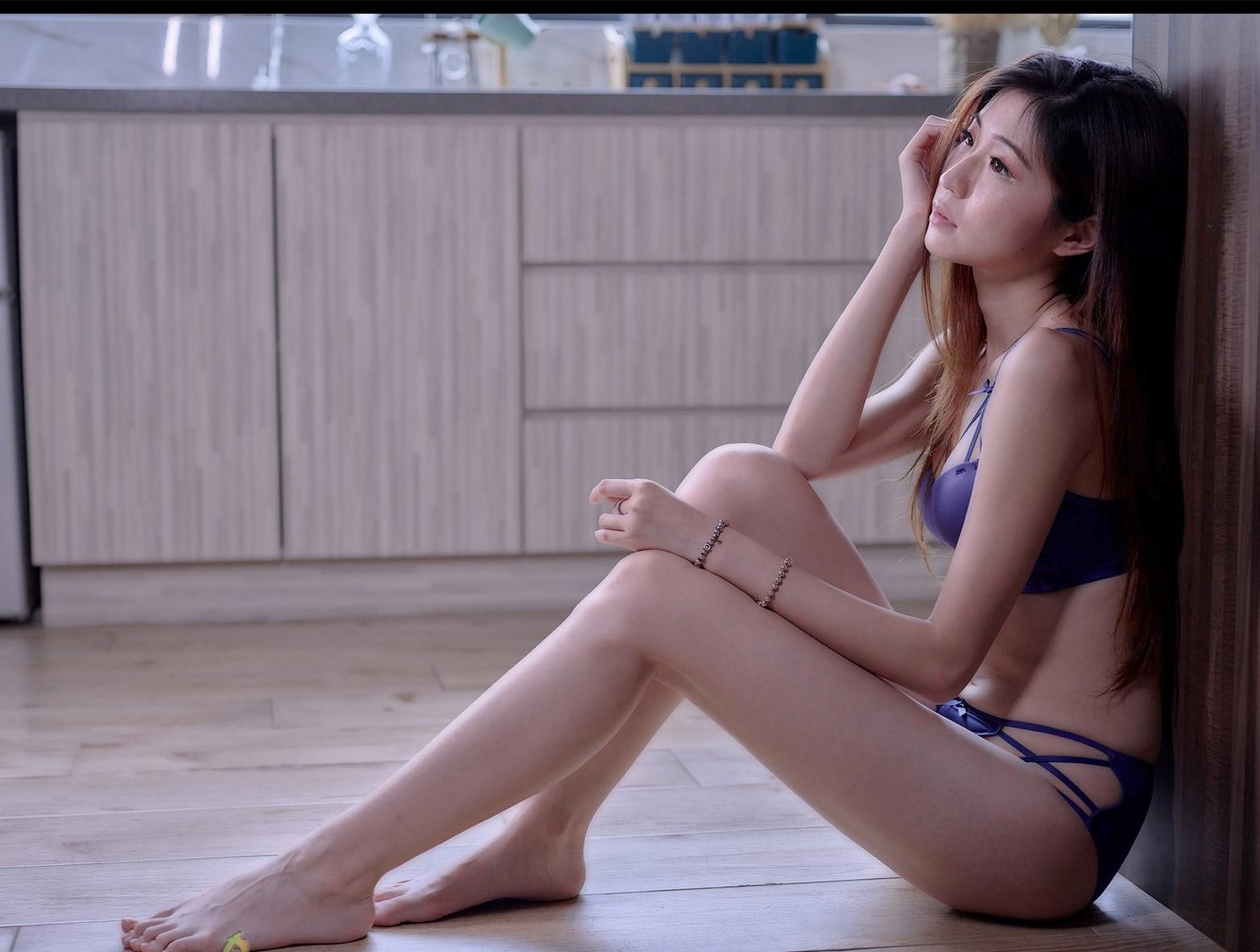 【網路收集】福利姬╴Rita Li 美模性感內衣秀 - 貼圖 - 絲襪美腿 -
