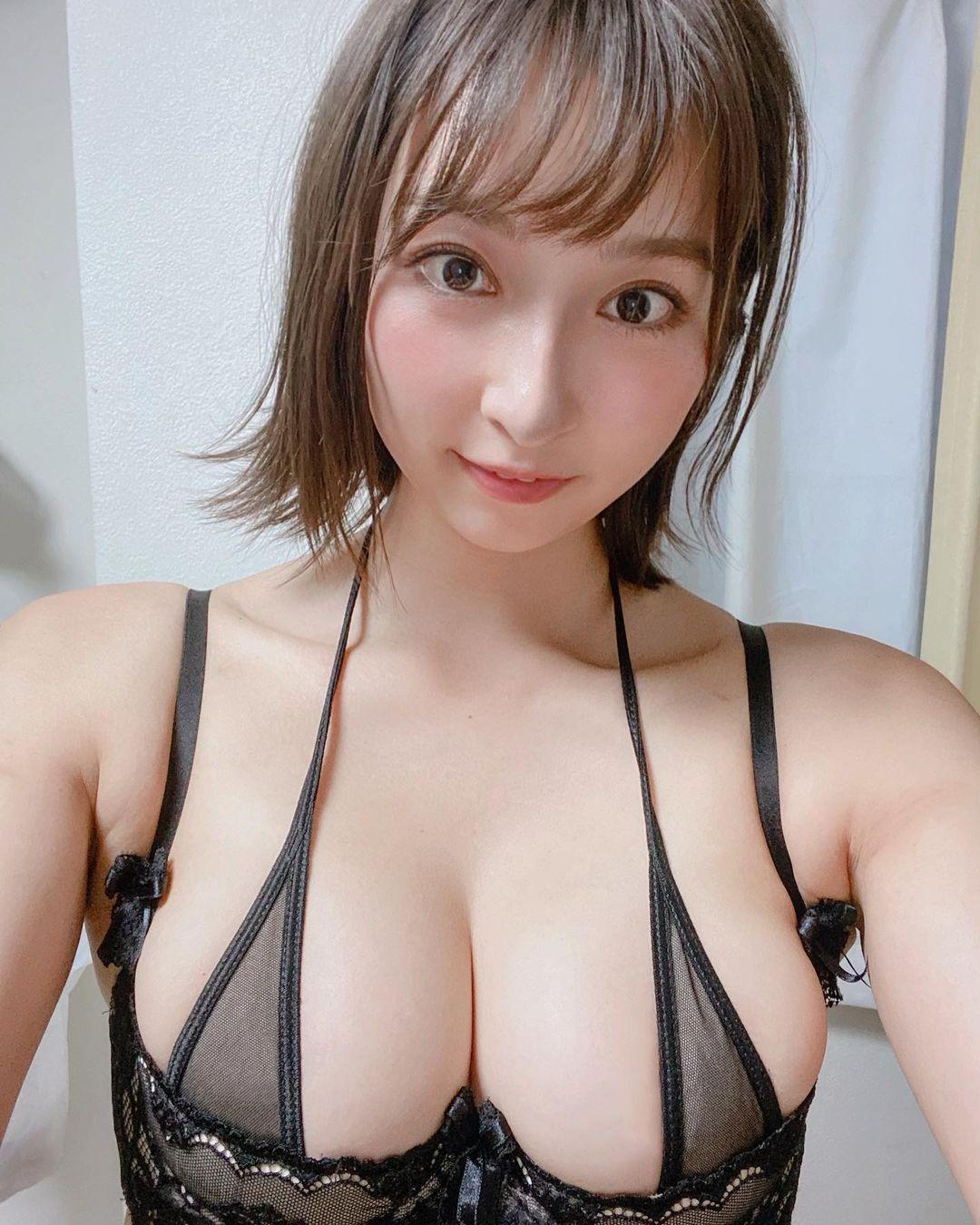 「緒方咲」神級臀腿曲線!!!背後露「丁褲線」工口味炸裂 - 亞洲美女 -