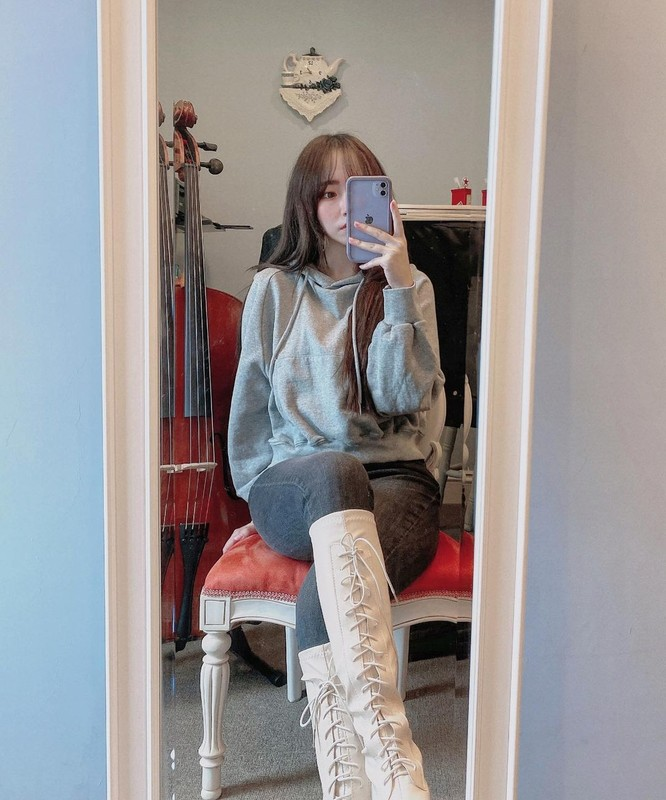 A4腰正妹Yuru穿上粉紅內衣難得解放性感好身材 - 素人正妹 -