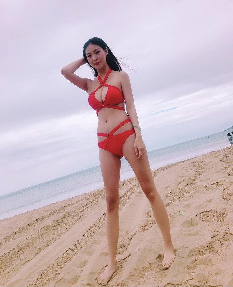 年僅23歲的高人氣美女,精巧又亮麗的五官很引人注目~陳亭夷Queeny - 美女圖 -