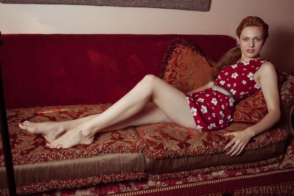 小姐妳穿這件紅色的洋裝真有氣質!Shirley Tate - 貼圖 - 歐美寫真 -