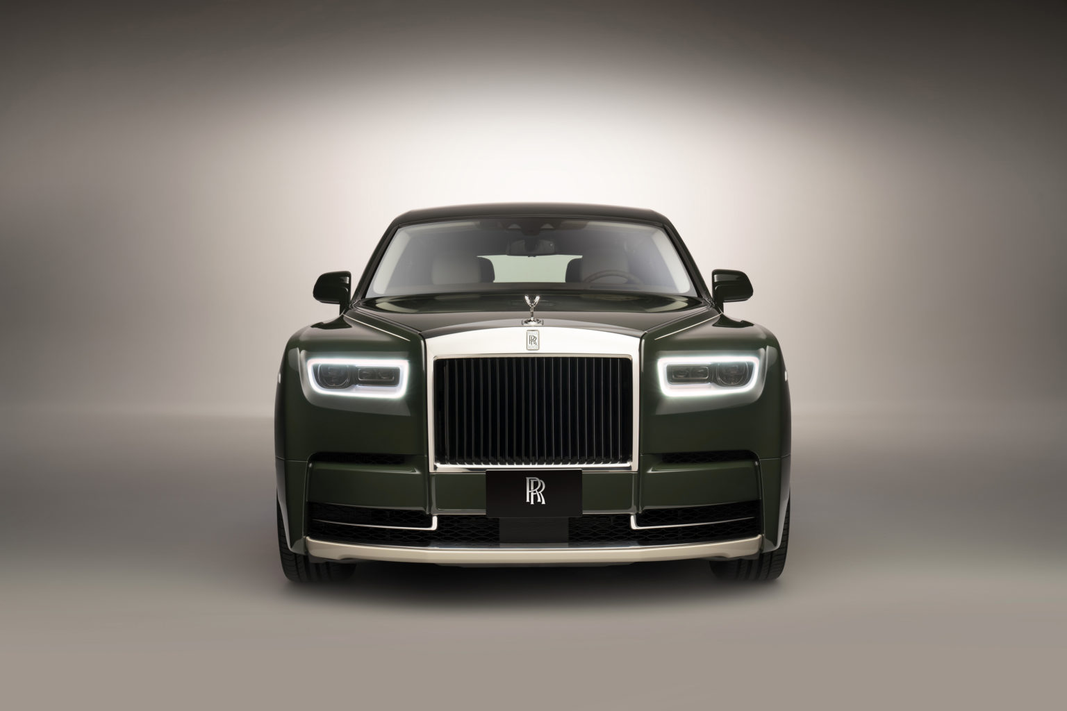 Rolls-RoycePhantomOribeincollaborationwithHerme_sfront-1536x1024.jpeg