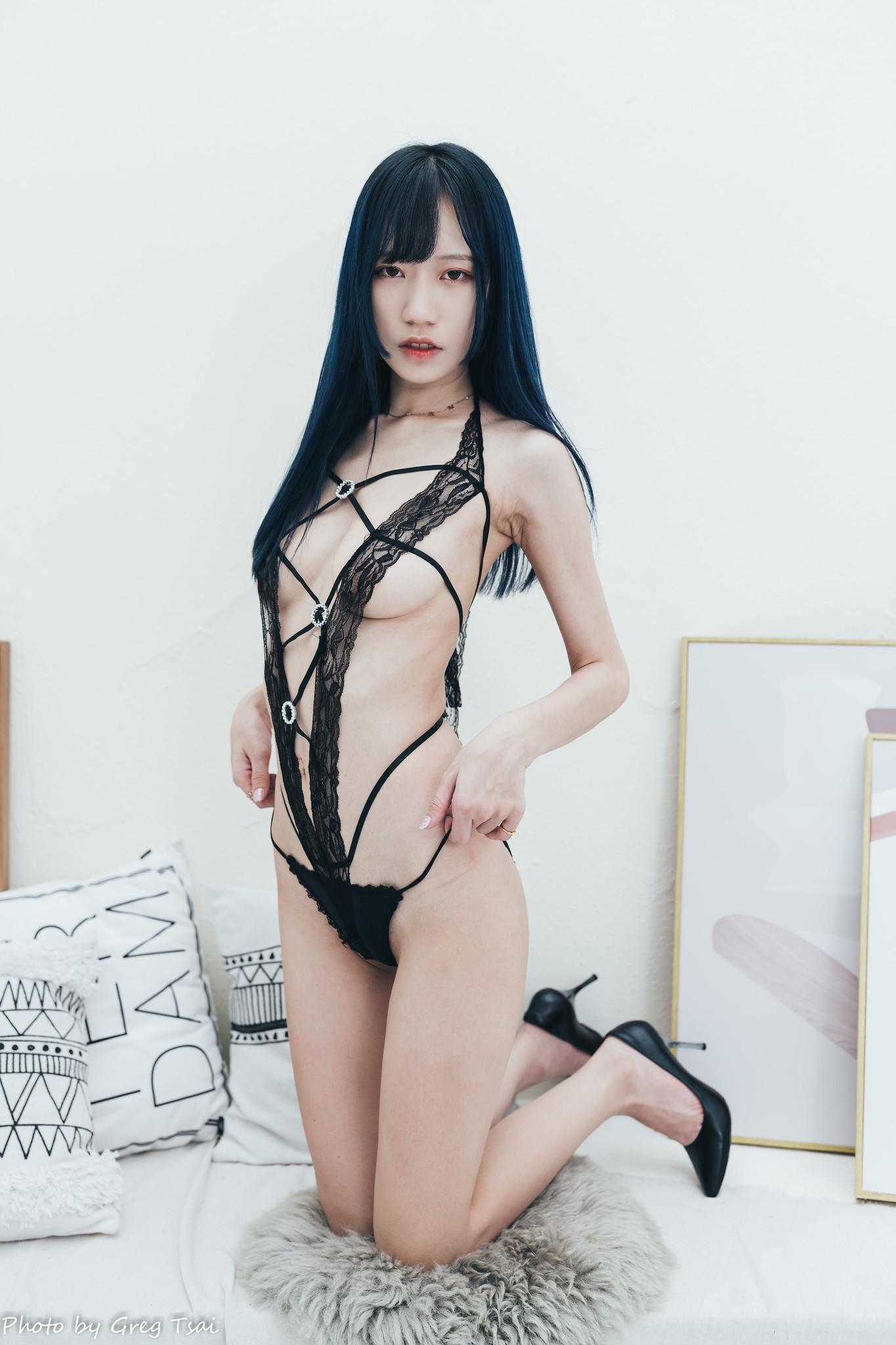 【網路收集】台灣美腿女郎-王芷涵 情趣內衣棚拍寫真 - 貼圖 - 絲襪美腿 -