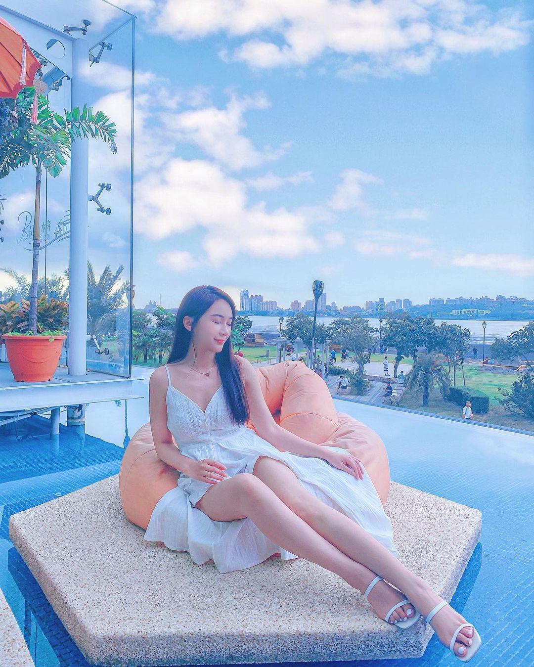 瘦身女王 李小倢 示範什麼叫做長腿 - 美女圖 -