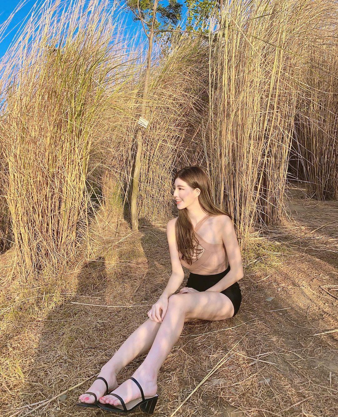 活動主持人薇薇兒 美腿大解放 IG滿滿黑絲實在太驚人 長腿一覽無遺 - 美女圖 -